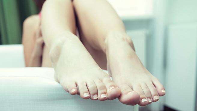 Imagen que muestra los pies de una mujer.