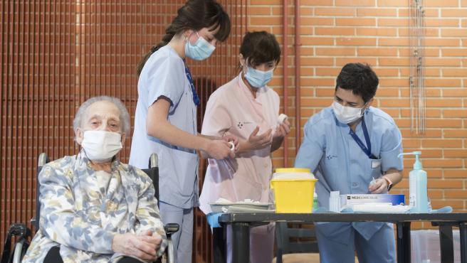 Sanitarias preparan la vacuna del covid