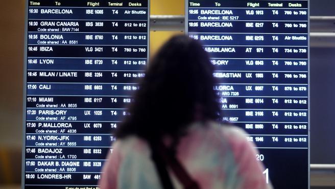 Viajeros en la terminal T4 del Aeropuerto Adolfo Suárez Madrid-Barajas,
