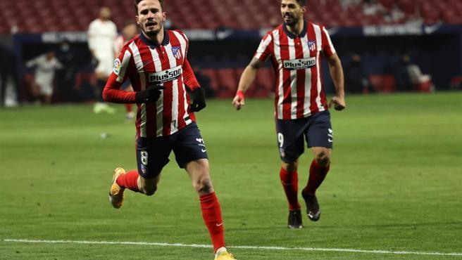 Saúl celebra su gol ante el Sevilla.