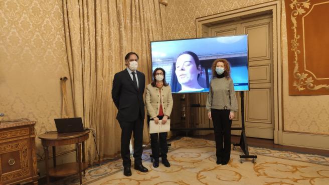 El alcalde de Salamanca, Carlos García Carbayo, la directora de Inserta Empleo en CyL, Begoña Grijalbo, y la concejal Ana Suárez (D).