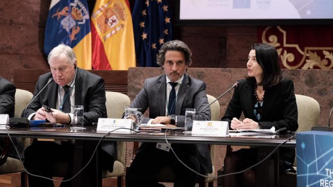 El presidente del Parlamento de Canarias, Gustavo Matos, y la presidenta del Senado, Pilar Llop, en la reunión del comité permanente de la Calre