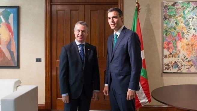 Iñigo Urkullu con Pedro Sánchez en foto de archivo