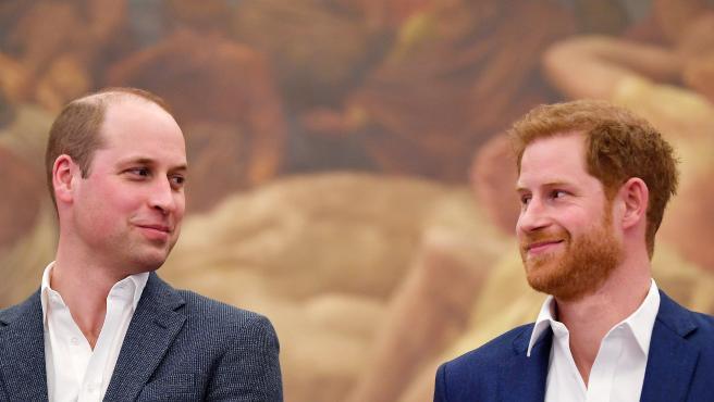 El príncipe Guillermo y el príncipe Harry, en abril de 2018.