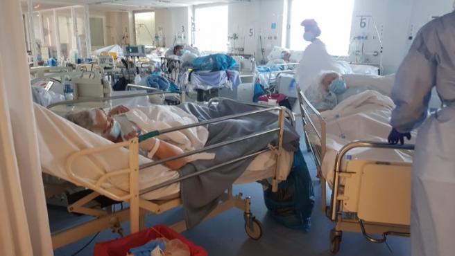 El incremento de casos provoca saturación en las Urgencias de La Paz.