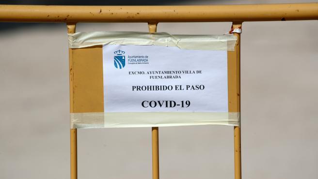 Valla que marca el cierre de un parque, en Fuenlabrada