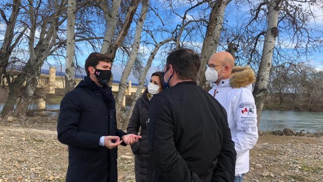 Celma (PP) reitera la urgencia de que el Gobierno de Aragón limpie el cauce del Ebro y drague zonas concretas.