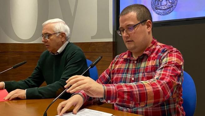 Concejales del PSOE en el Ayuntamiento de Oviedo, en primer término,Diego Valiño y Fidel Rodríguez.