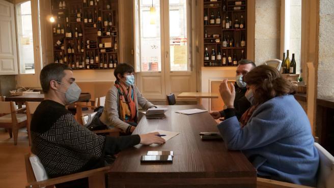 El diputado Daniel Pérez y la portavoz nacional del BNG, Ana Pontón, se reúnen con hosteleros
