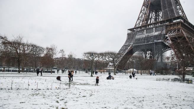 Imagen de la nevada en París.