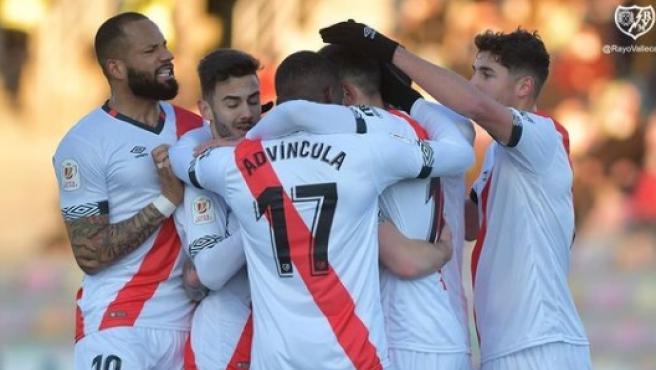 Jugadores del Rayo celebran un gol.