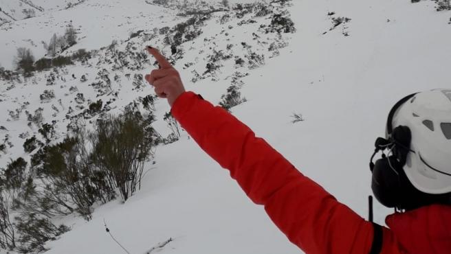 Rescate de una esquiadora herida en Somiedo
