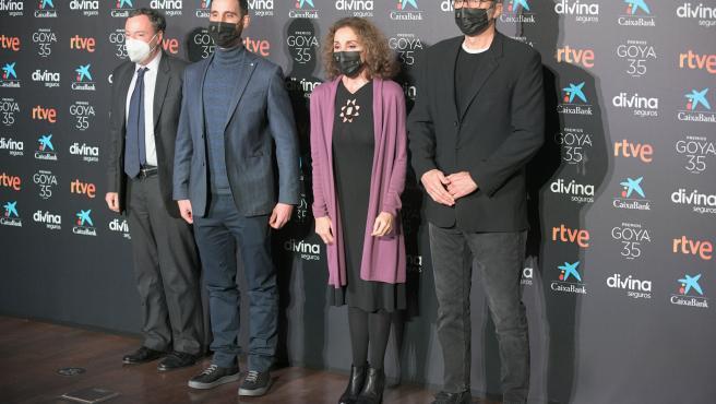 (2i-i) Dani Rovira, Ana Belén y Mariano Barroso durante la lectura de los Premios Goya 2021, en Madrid (España), a 18 de enero de 2021.