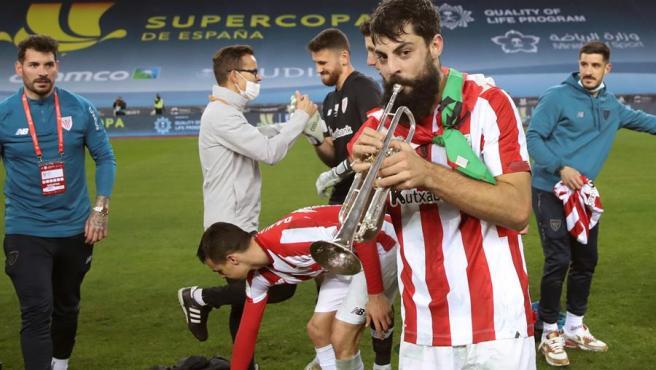 Villalibre celebra el título de Supercopa del Athletic.