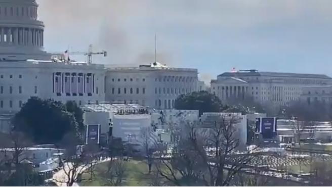 Imágenes del incendio cerca de el Capitolio que ha sido desalojado.