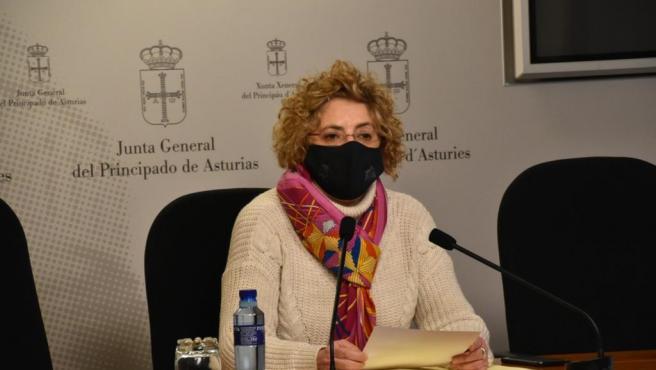 La diputada del PP en la Junta General, Gloria García, en rueda de prensa.