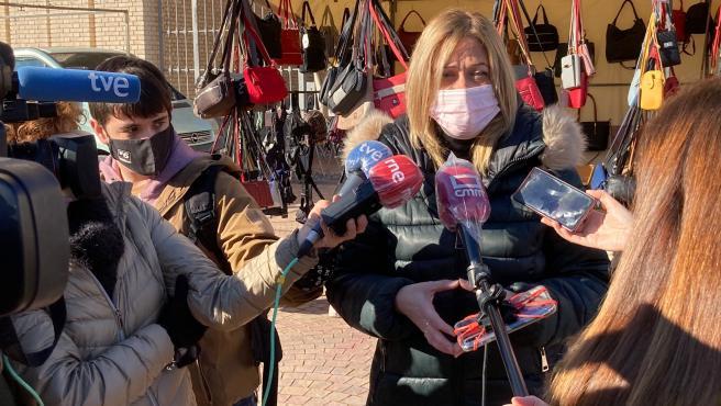La líder de Ciudadanos en Castilla-La Mancha, Carmen Picazo, ha visitado este martes el popular mercado de Los Invasores, en Albacete.