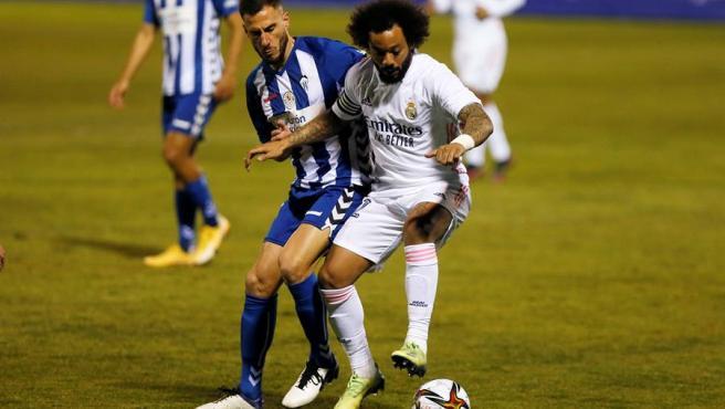 Un momento del partido entre Alcoyano y Real Madrid.