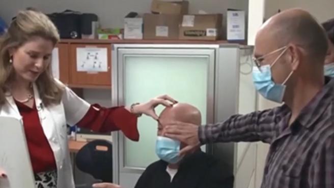 Un hombre ciero recupera la vista gracias a una cornea sintética