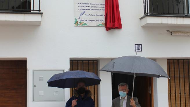 La Ruta de la Poesía de Estepona supera las 40 obras con versos de José Antonio Jerruz Mancilla dedicado a la localidad