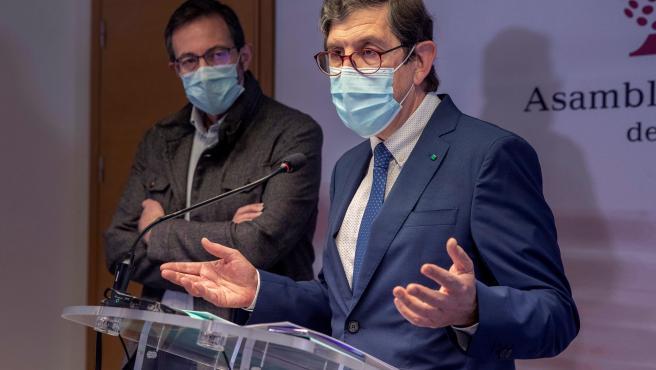 El consejero de Salud de Murcia, Manuel Villegas, da una rueda de prensa este miércoles.