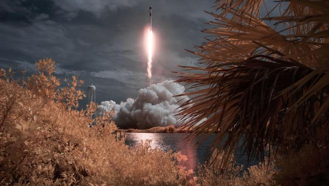 Lanzamiento de la misión Demo-2, el primer vuelo de prueba tripulado de la nave espacial privada Crew Dragon de SpaceX.