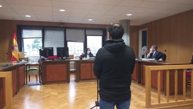 El acusado en la sala de lo Penal 1 de Vigo.