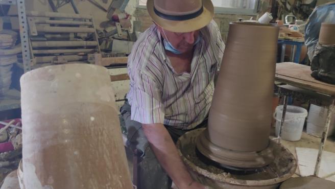 El ceramista de Otura Isidro Ruiz Muros