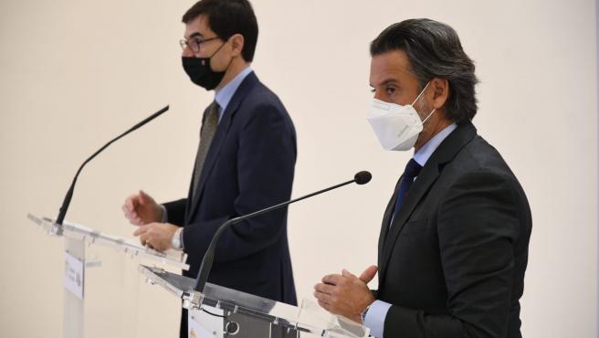 El secretario de Estado para la Unión Europea, Juan González-Barba Pera, y el presidente del Parlamento de Canarias, Gustavo Matos, en un encuentro con los medios de comunicación