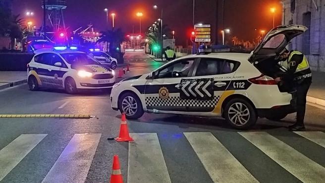 La Policía Local disuelve dos fiestas en viviendas, sanciona a un restaurante por incumplir el horario y denuncia a 18 personas por no usar mascarillas y estar más personas agrupadas de las permitidas en Alicante