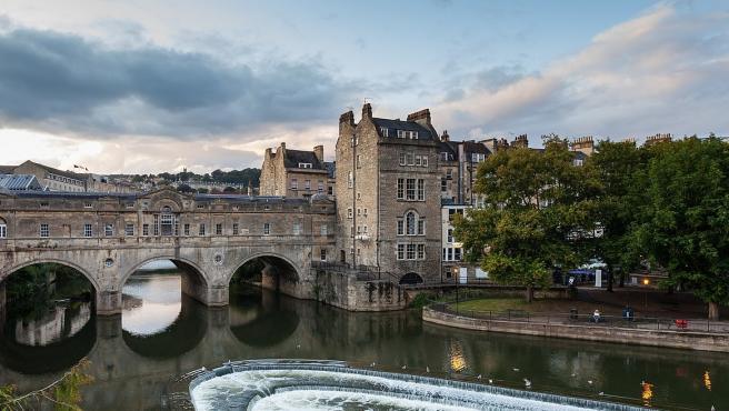 Puente Pulteney en la ciudad de Bath, Inglaterra.