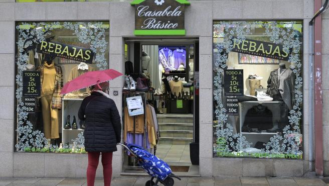 Arteixo. A Coruña Cierre de la hostelería y se restringe toda la actividad no esencial y solo permite las reuniones entre convivientes en Arteixo por el reciente aumento de contagios por Covid-19 21/01/2021 Foto: M. Dylan / Europa Press