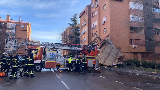 Edificio de Vallecas dañado por la borrasca Hortense.