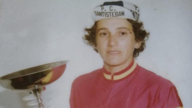 Mercedes Ateca, con su título de campeona de España.