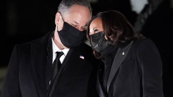 Doug Emhoff y Kamala Harris, tras la toma de posesión de Joe Biden.