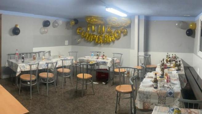 Imagen del interior del bar donde se hizo la fiesta con 40 personas en Badalona (Barcelona).