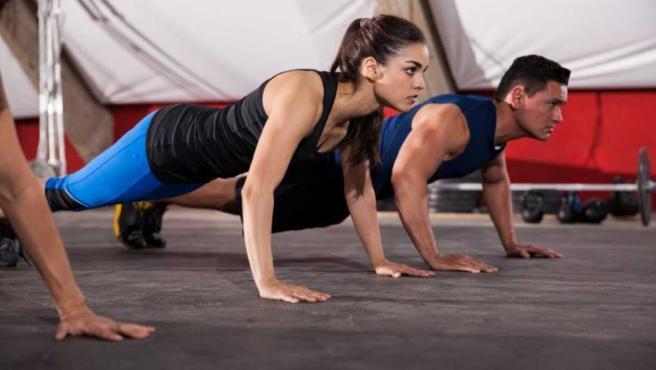 Los burpees son un ejercicio que implica casi toda la musculatura