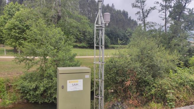 Dispositivo de la CHC para medir inundaciones en el río Linares (Villaviciosa), en una imagen de archivo