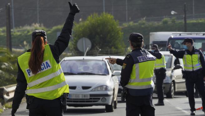 Control policial cierre perimetral Covid-19 - accesos a Santiago carretera de Ourense