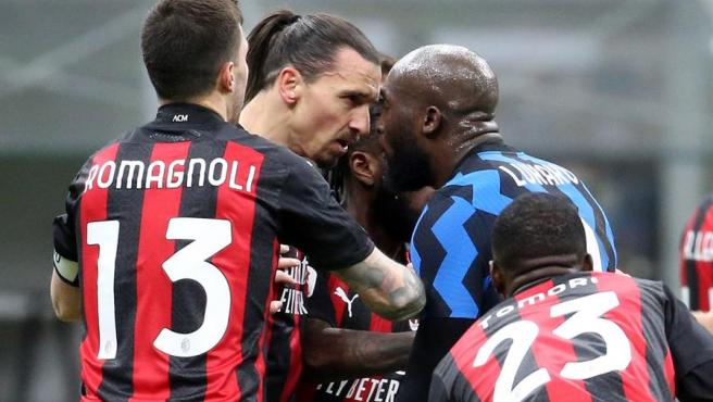 Ibra y Lukaku se enzarzan en la Copa de Italia.
