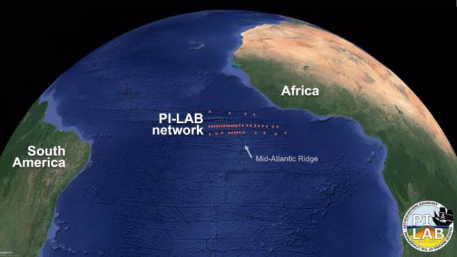 39 Sismómetros Del Fondo Del Océano Se Desplegaron En El Fondo Del Océano A Través De La Cordillera Del Atlántico Medio Como Parte Del Experimento PI-LAB