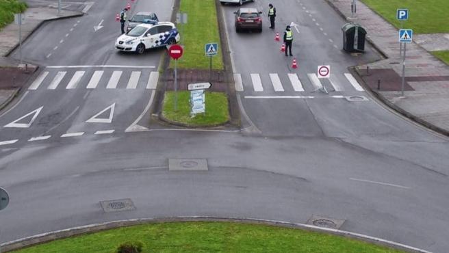 Control de la Policía Local de Lugo debido al cierre perimetral por la covid-19.