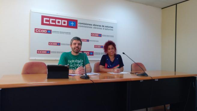 El secretario general del sindicato de enseñanza de CCOO de Asturias, Borja Llorente, y la secretaria de comunicación y formación, Susana Nanclares.