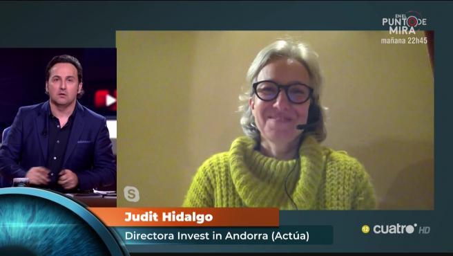 Íker Jiménez habla con la andorrana Judit Hidalgo.