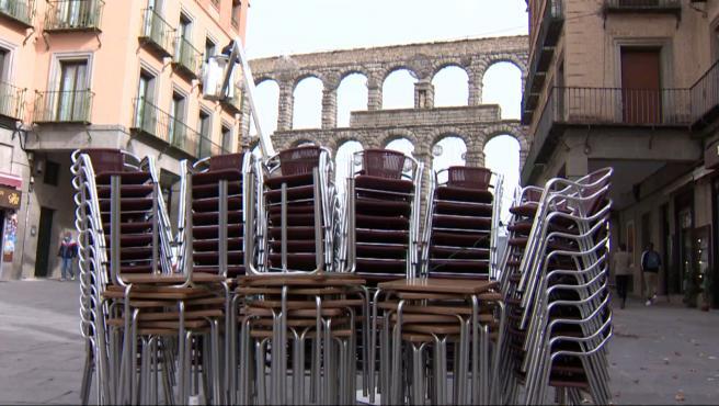 Imagen de una terraza cerrada en Segovia.