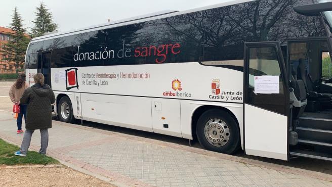 Autobús de donación de sangre del Centro de Hemoterapia y Hemodonación de Castilla y León (Chemcy).