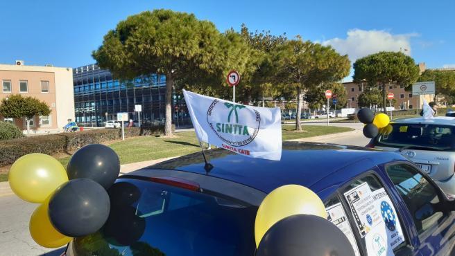 Caravana de coches de empleados temporales de Baleares. A fecha de domingo, 31 de enero de 2020.