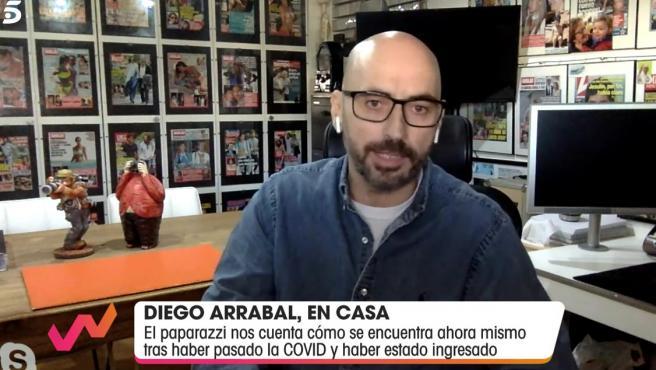 El fotógrafo Diego Arrabal interviene por videollamada en el programa 'Viva la vida'.