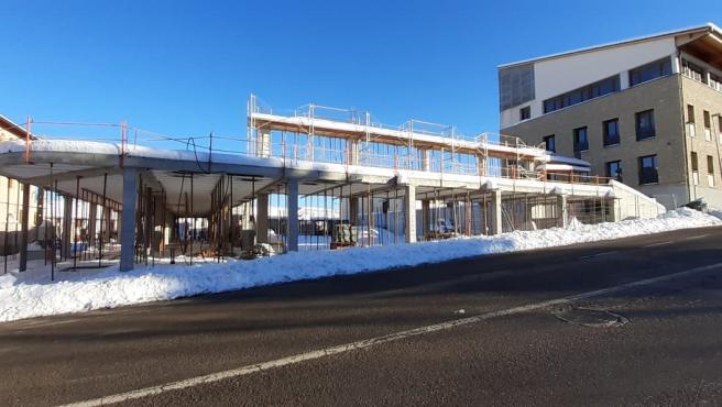El Ayuntamiento de Cantavieja (Teruel) avanza en la construcción del nuevo polideportivo de la localidad.