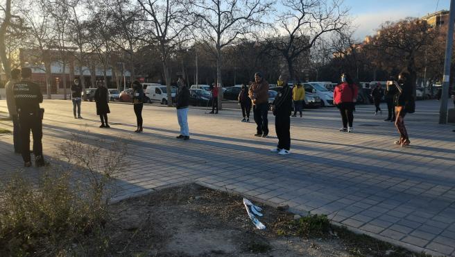 La Policía Local de València evita la concentración de una treintena de personas en unas pistas deportivas